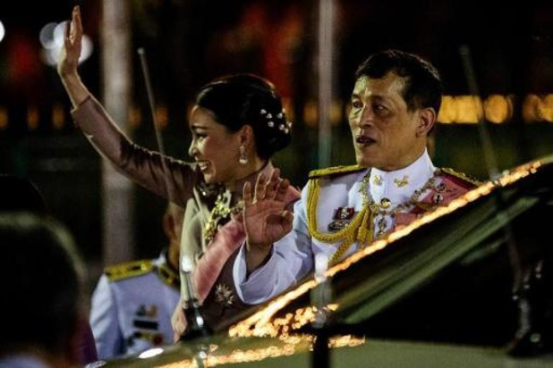Thaise betogers willen dat Duitsland de handel en wandel van de Thaise koning onderzoekt