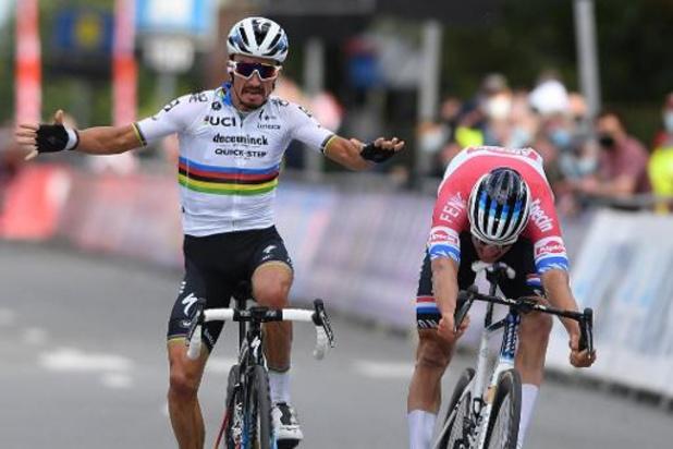Julian Alaphilippe remporte sa première victoire avec le maillot de champion du monde