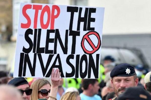 Asile et migration - GB: manifestations pro et anti migrants à Douvres