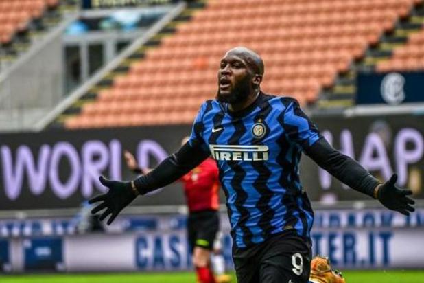 Inter, met scorende Lukaku, wordt leider na vlotte winst tegen staartploeg