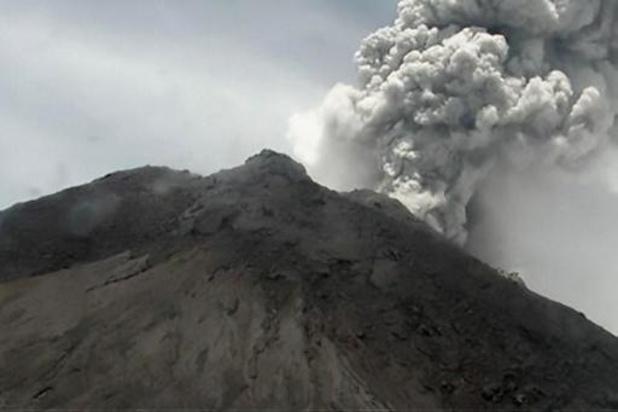Le volcan Merapi, en Indonésie, en éruption avec des cendres à 5 kilomètres de hauteur