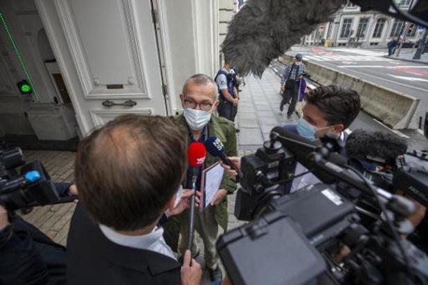 """Grève de la faim des sans-papiers: Vandenbroucke demande des solutions sur mesure pour une situation sanitaire """"critique"""""""