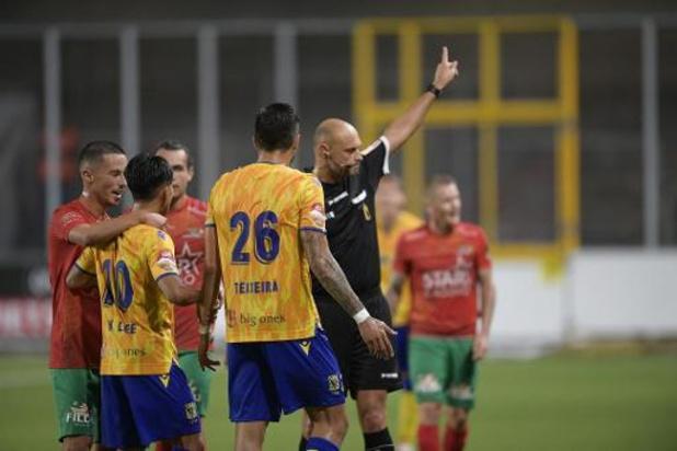 Jupiler Pro League - STVV en Oostende delen de punten na kaartenfestival