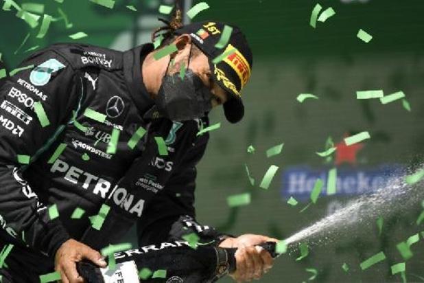 Lewis Hamilton verovert 100e poleposition uit carrière