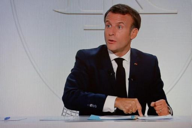 """Macron dit comprendre que les caricatures """"choquent"""" mais dénonce la violence"""