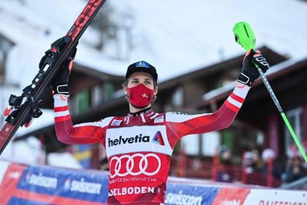 Marco Schwarz slalomt naar zege in Adelboden