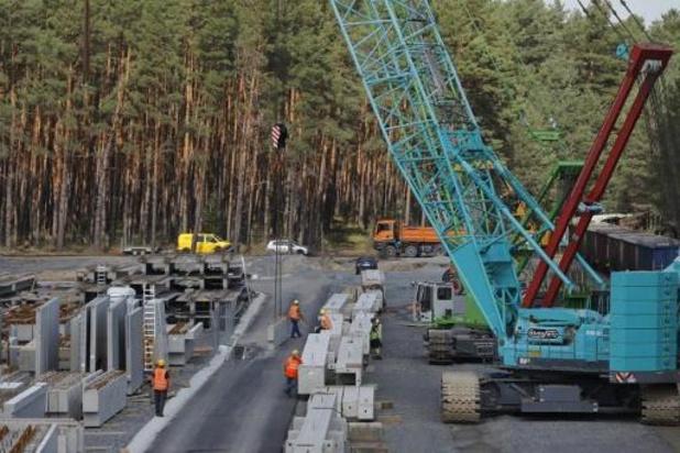 Allemagne: reprise autorisée du chantier de Tesla près de Berlin