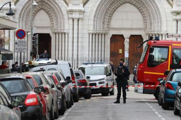 Politie schiet man dood die voorbijgangers bedreigde met mes in Avignon