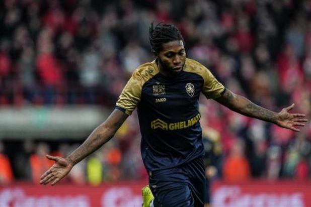 Jupiler Pro League - Topschutter Dieumerci Mbokani blijft Antwerp trouw
