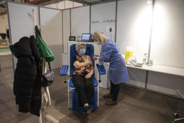 Reprise vendredi après-midi des vaccinations AstraZeneca
