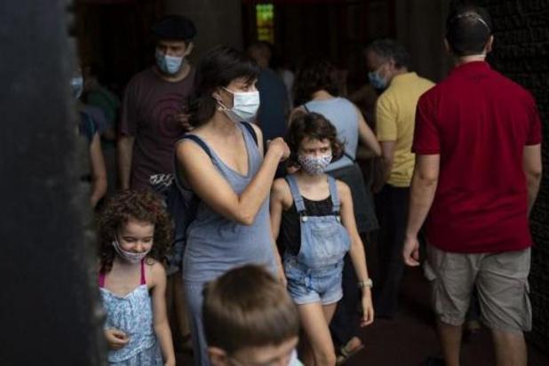 Le port du masque obligatoire dès jeudi en Catalogne, même en gardant la distance sociale