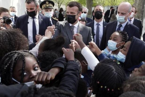 """France: Macron veut des réouvertures des restaurants """"par étapes"""""""