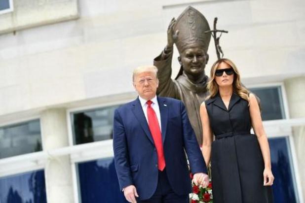 President Trump legt krans bij rooms-katholieke gedenkplaats in Washington