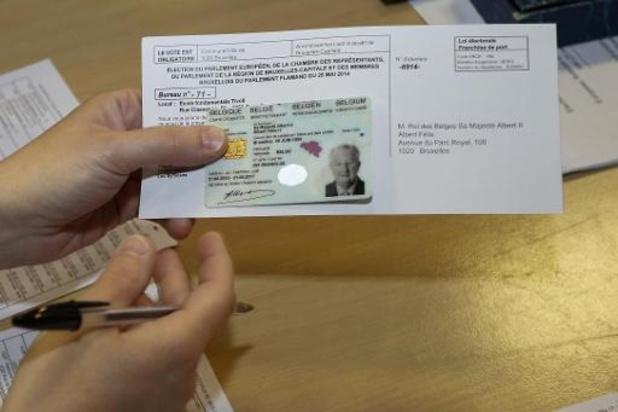 Identiteitskaart met vingerafdrukken en nieuw design vanaf volgende week getest