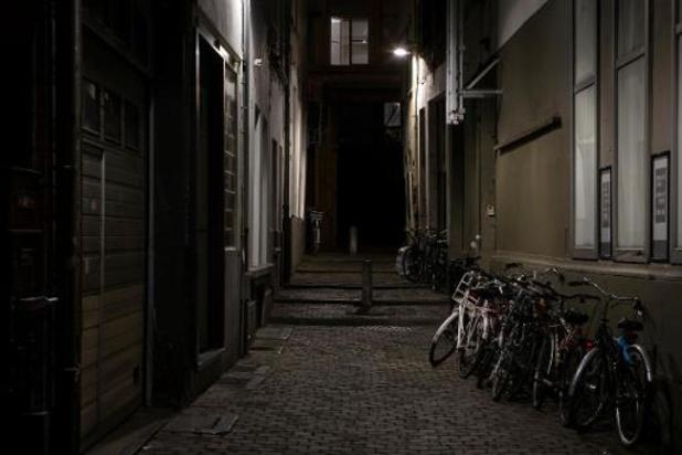 Nachtklok van middernacht tot vijf uur in heel het land