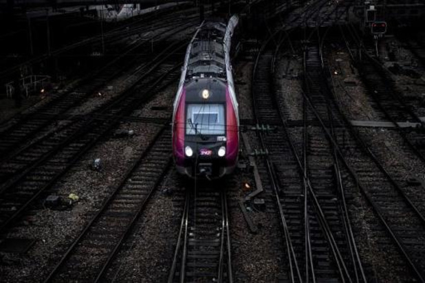 Le trafic des trains français et des métros parisiens toujours perturbé ce week-end