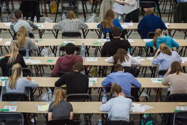 """Du """"cas par cas"""" pour les étudiants testés positifs en période d'examen"""