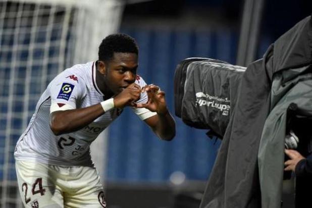 Belgen in het buitenland - Iseka scoort voor Metz, Faes en Foket winnen met Reims