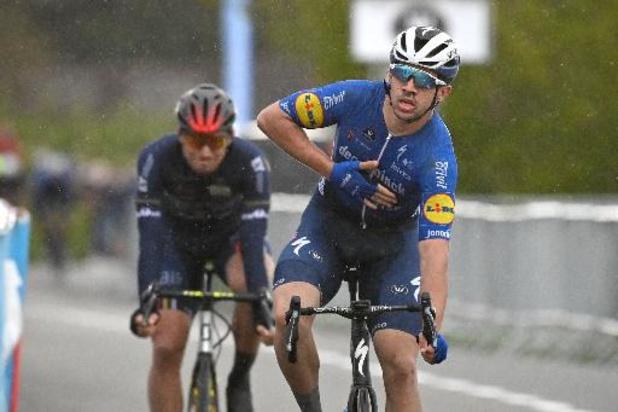 Alvaro Hodeg (Deceuninck-Quick Step) enlève la première étape au sprint