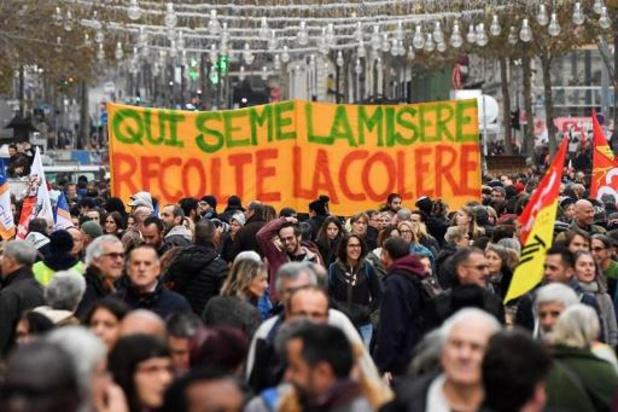 Zeven van de acht raffinaderijen in Frankrijk geblokkeerd door algemen staking