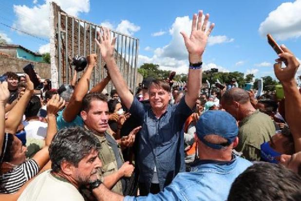 Brésil: amende pour Bolsonaro après un bain de foule sans masque