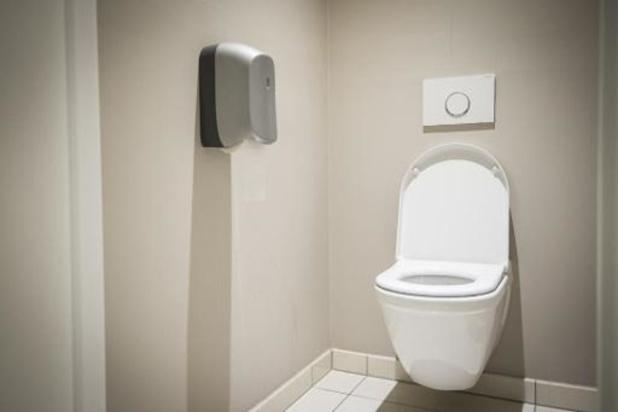 Zorg voor goede ventilatie en laat toiletbril steeds naar beneden