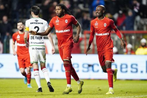 Jupiler Pro League - Un penalty de Mbokani délivre l'Antwerp face à Zulte Waregem