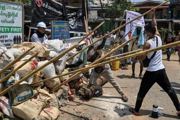 Veiligheidstroepen doden demonstranten in Yangon