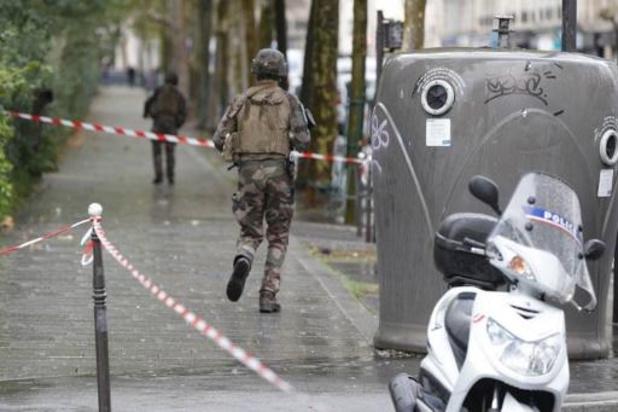"""Attaque près de Charlie Hebdo: enquête ouverte pour """"tentative d'assassinat"""""""