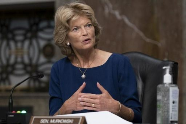 Capitool bestormd - Eerste Republikeinse senator vraagt ontslag Trump