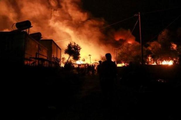 Vluchtelingenkamp Moria op Lesbos bijna volledig in vlammen opgegaan