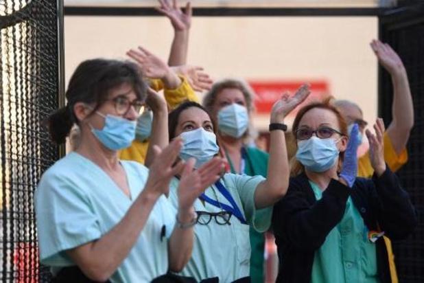 Coronavirus - Spanjaarden applaudisseren nog een laatste keer massaal voor hulpverleners