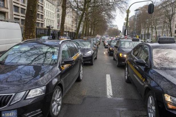 Een op de vijf Brusselaars gebruikt regelmatig smartphone achter het stuur