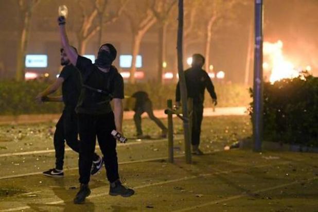33 mensen opgepakt bij geweld in Catalonië