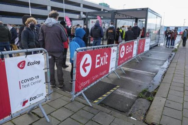 Ombudsman Brussels Airport trekt aan alarmbel na lange wachtrijen in aankomsthal