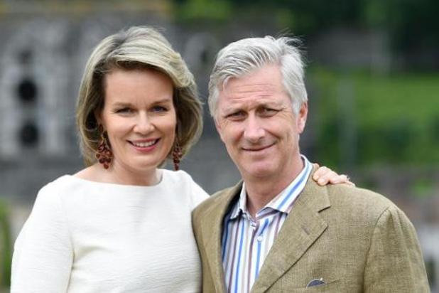 Le couple royal en visite la clinique de Libramont pour saluer le travail face au Covid