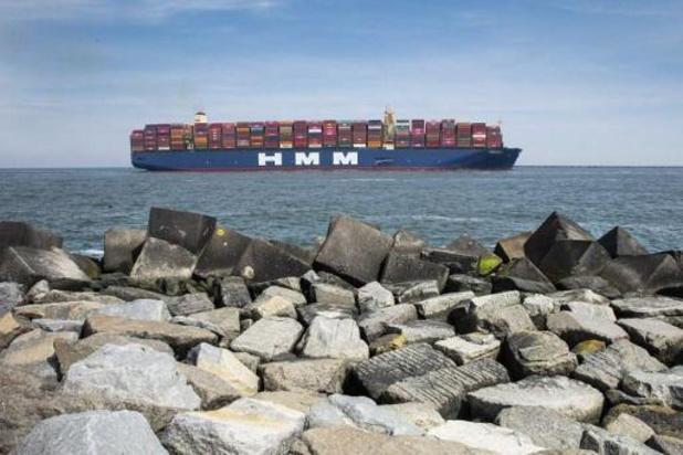 Recordschip HMM Algeciras meert op schema aan in Antwerpse haven