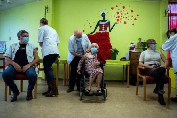 Ook in Wallonië is eerste coronavaccin toegediend