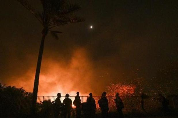 Al meer dan 90.000 mensen geëvacueerd voor bosbranden in Californië