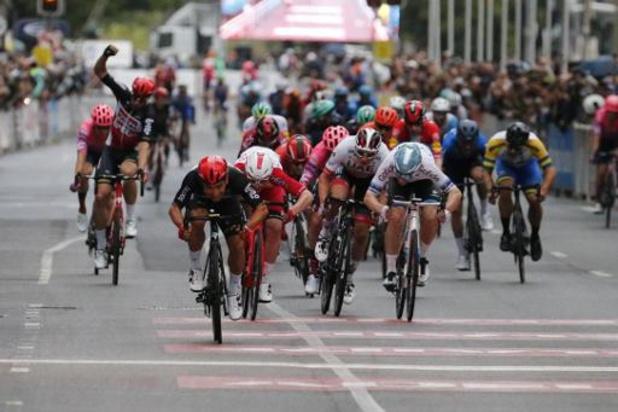 Caleb Ewan sprint in eigen land naar de zege