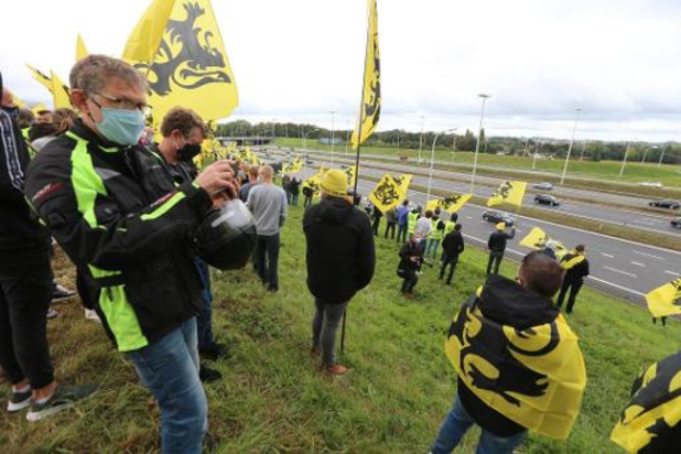 Plusieurs milliers de voitures au Heisel pour la manifestation du Vlaams Belang