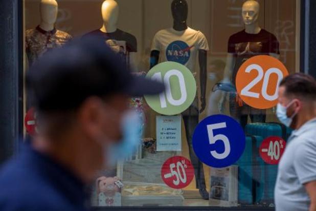Solden - Handelaars kampen met enorme overschotten, verkoopcijfers kleuren bloedrood