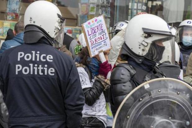 C - Rassemblements à Bruxelles: 330 personnes sur 488 ont été emmenées au commissariat