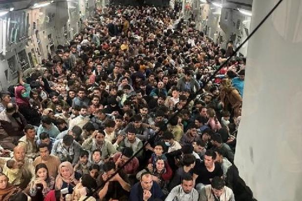 Conflit en Afghanistan - Plus de 600 Afghans fuyant les talibans s'entassent dans un avion militaire américain