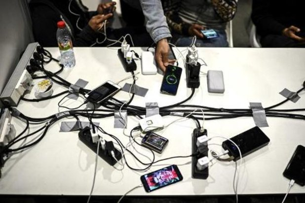 La Commission avance sur le chargeur universel pour smartphones et petit électro portatif
