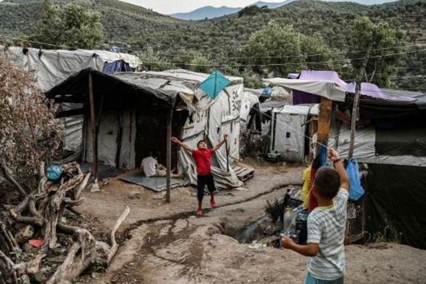 La Grèce transfère plusieurs centaines de migrants de Lesbos vers le continent