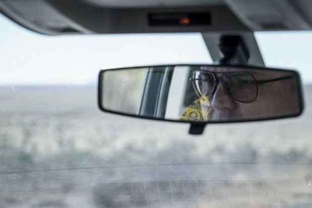 """Vias en VAB waarschuwen voor mondmasker aan spiegel: """"Ze belemmeren het zicht"""""""