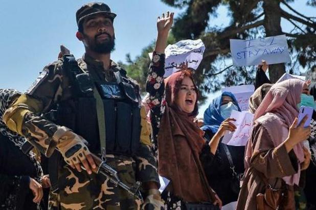 Taliban mishandelen journalisten die verslag doen van vrouwenprotest