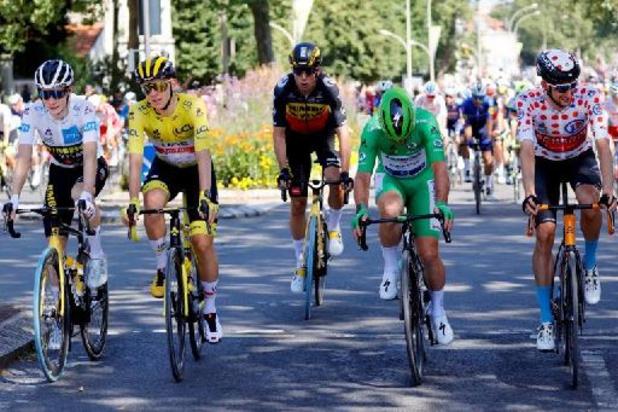 Tour de France : un peloton de 141 coureurs en route vers les Champs-Elysées
