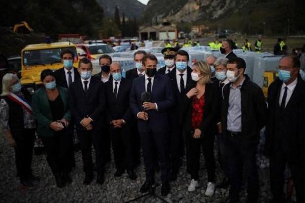 """Crues meurtrières en France: Macron promet """"plusieurs centaines de millions d'euros"""""""